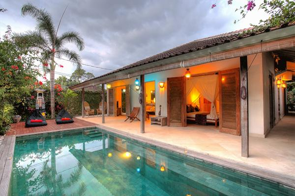 The swimming pool at sunset time is very beautiful at Villa 007. - Lovely 3 Bedroom Villa CLOSE to the BEACH - Seminyak - rentals