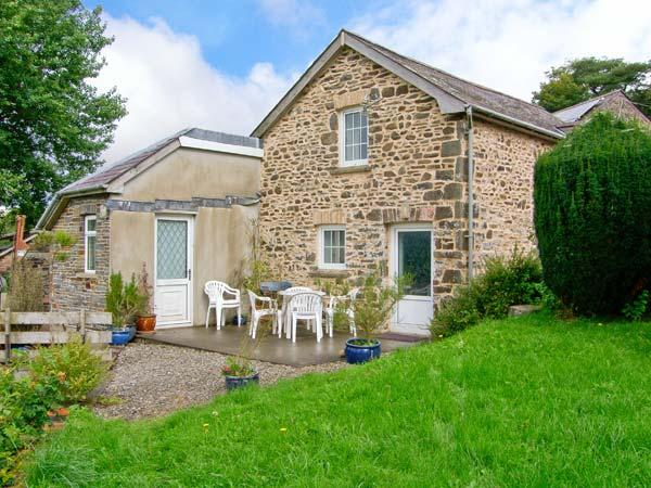 LLETY'R WENNOL, pet-friendly, peaceful retreat, woodburner, in Ffarmers near Lampeter, Ref. 27088 - Image 1 - Ceredigion - rentals