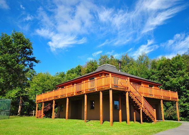 Exterior - Breathtaking 4 Bedroom Luxury Mountain Home in quiet location! - Oakland - rentals