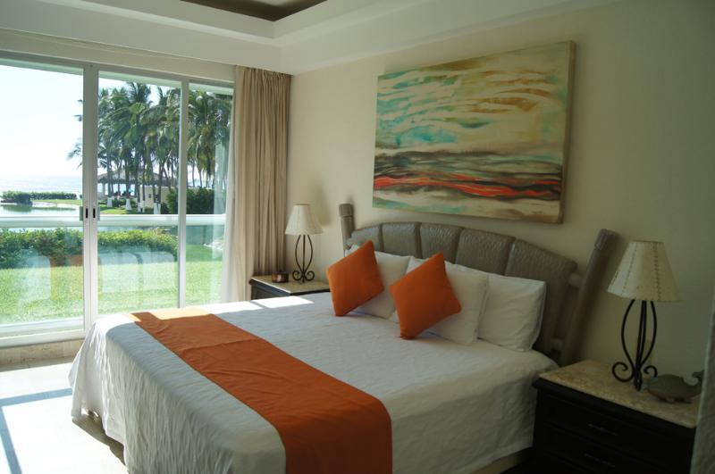 First BEDROOM amazing OCEAN VIEW - OCEAN FRONT ACAPULCO, MAYAN ISLAND, TULUM 103 - Acapulco - rentals