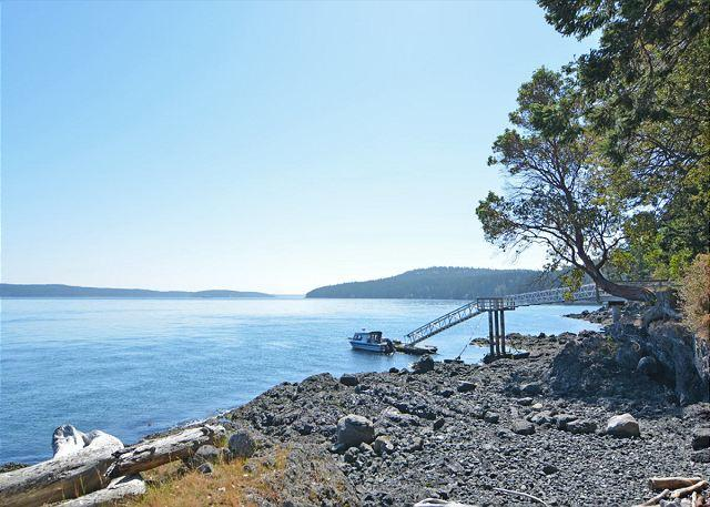 The private dock is great for small craft and kayaks. - Topaz on San Juan Island - Friday Harbor - rentals