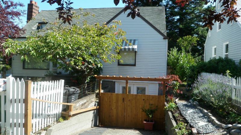 Fun Apartment in Ballard neighborhood Seattle - Image 1 - Seattle - rentals