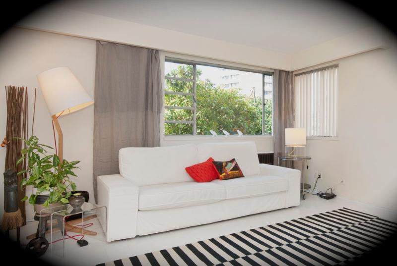 living room area - Spacious Ocean Front Condo - Vancouver - rentals