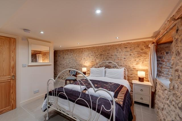 Ground floor bedroom - The Milking Parlour barn sleep 16 with hot tub - Kilmington - rentals