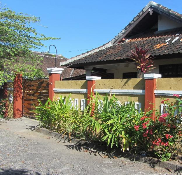 Front view of the house, its on a dead end street , very quiet ! - Easy Access 3 bed House Jimbaran , Near Beachs . - Jimbaran - rentals