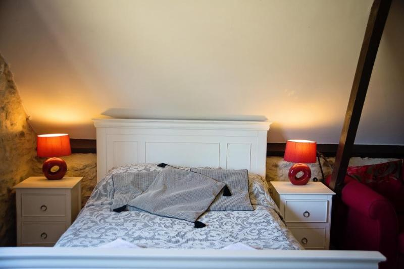 Bedroom area - The Saddlery a romantic hideway in east devon - Kilmington - rentals
