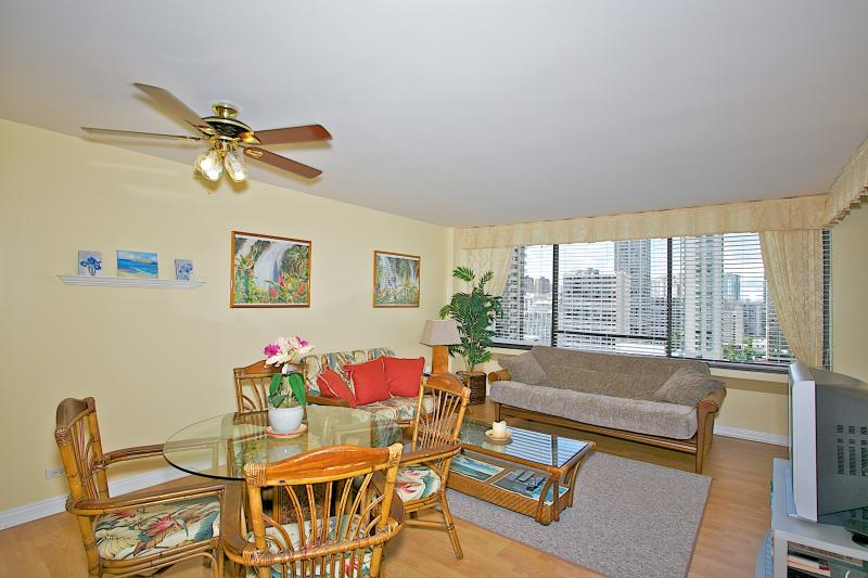 2Bd/2Ba in the heart of Waikiki ~ Aloha Towers 18A - Image 1 - Honolulu - rentals