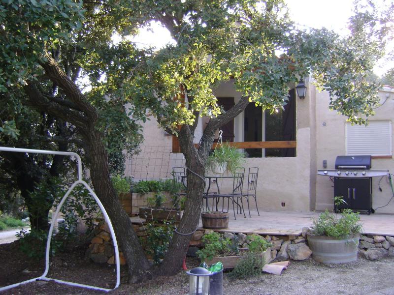 2 Bedroom Apartment with Balcony, in Bandol - Image 1 - Bandol - rentals