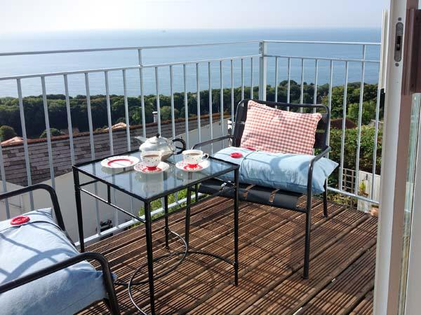 ROOM@THETOP, WiFi, beautiful sea views, romantic, luxury cottage in Ventnor, Ref. 29353 - Image 1 - Ventnor - rentals