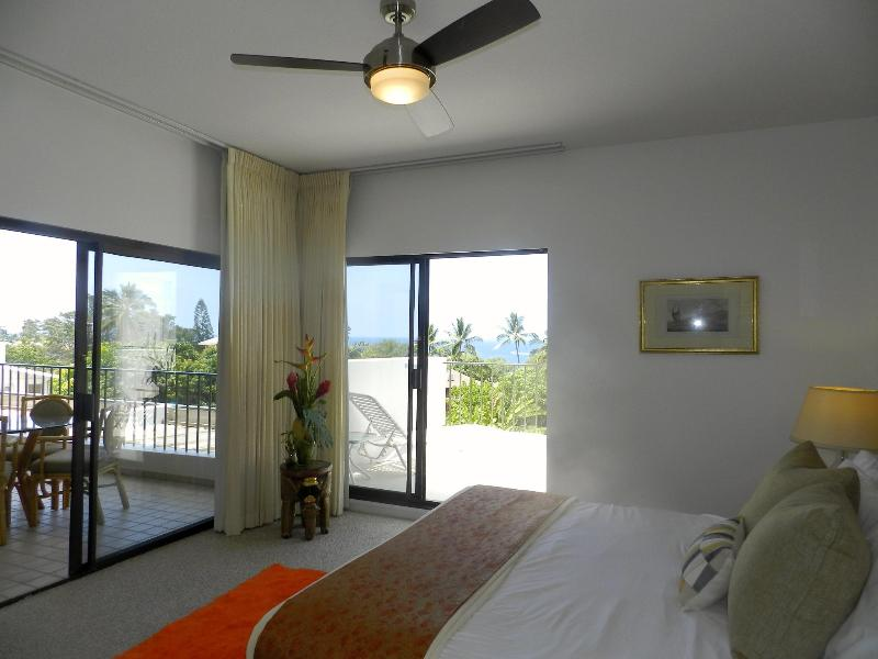 ELEGANT OCEANFRONT LIVING - Image 1 - Kailua-Kona - rentals