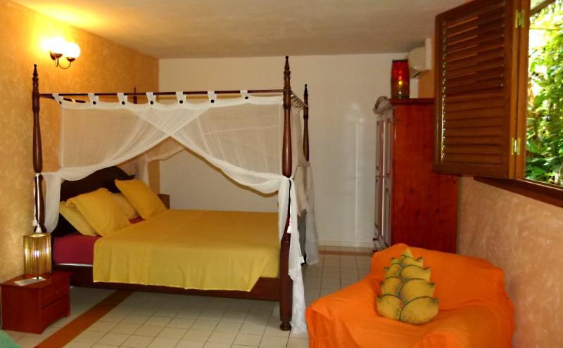 chambre 1 avec lit super king size - Le Parc aux Orchidees, cottage Liane de Jade - Pointe-Noire - rentals