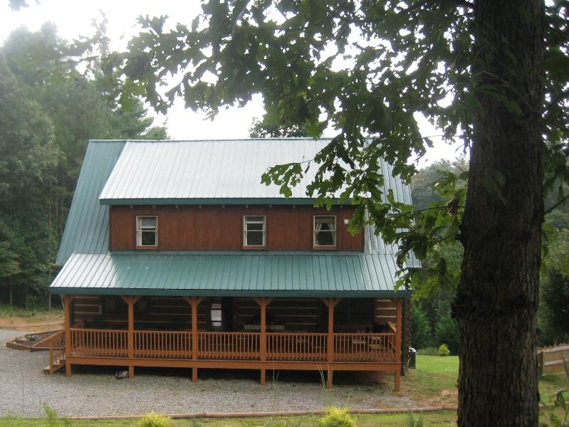 View of the back side of the cabin - Tranquil Glen of Asheville - Short 20 minute drive - Asheville - rentals