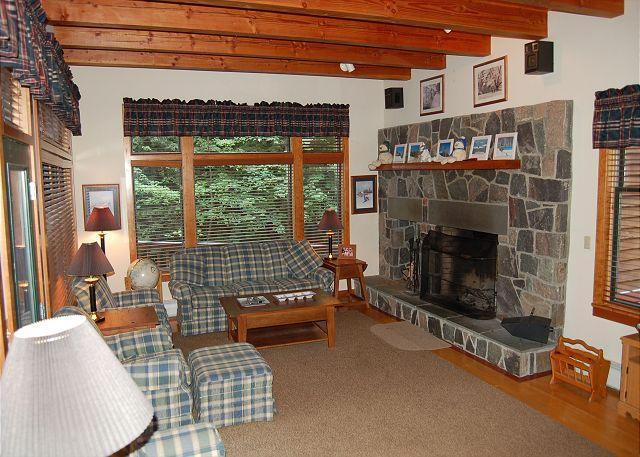Living Room - 41 Snow Lane - Ludlow - rentals