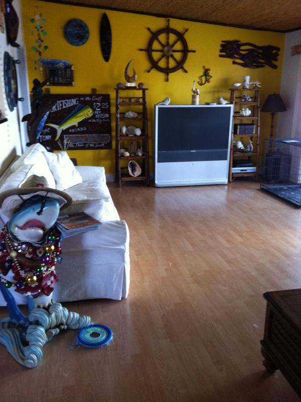 Living room - Tavernier, Fl Ocean front home with heated pool - Tavernier - rentals
