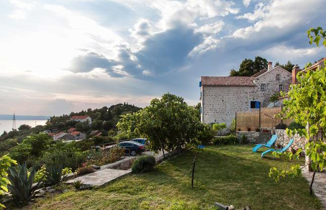 view to garden and house - Beautiful Dalmatian stone house - Podgora - rentals