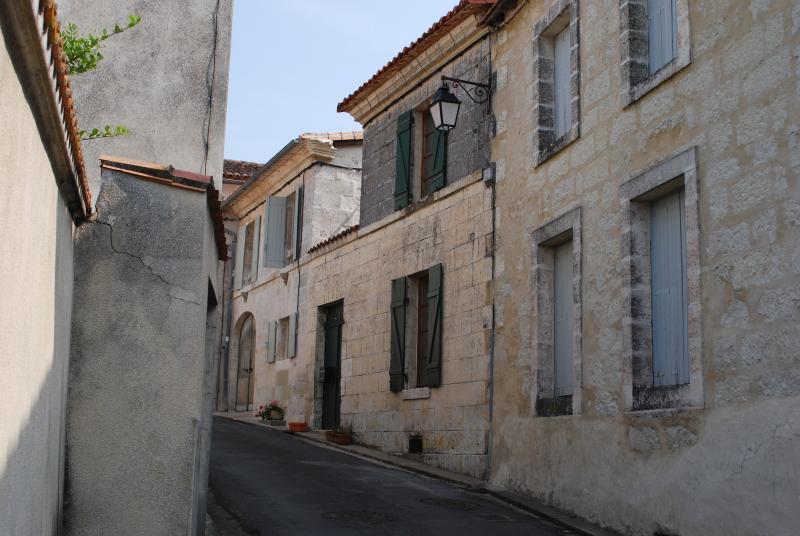 The Courtyard Gite - House in Aubeterre-sur-dronne. France - Aubeterre-sur-Dronne - rentals