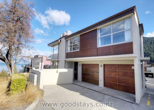 Superb Beeches apartment: luxe furnishings, steps to downtown, views! - Image 1 - Queenstown - rentals