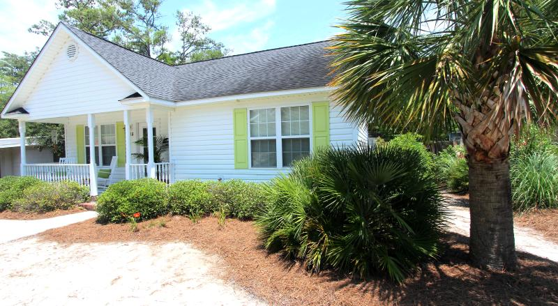 Front of house - Perfect Little Beach Cottage - Oak Island - rentals