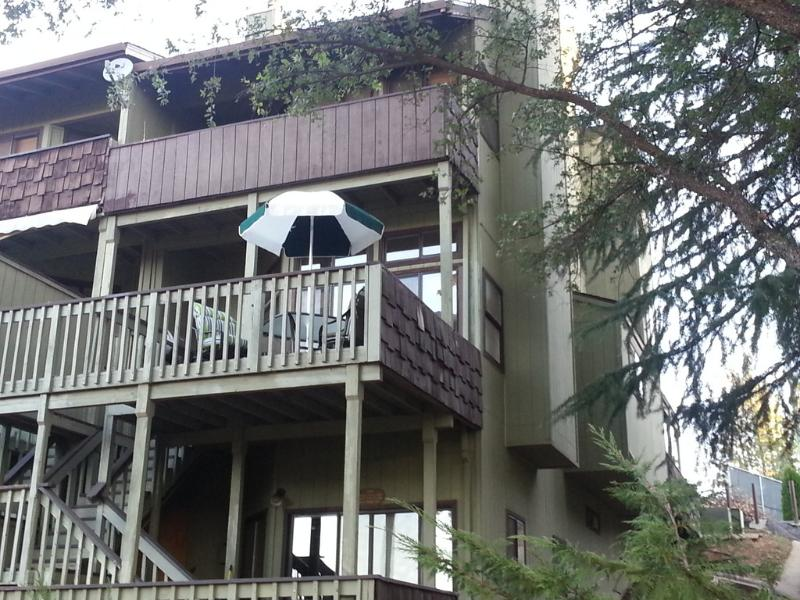 Outside Front - Townhouse End Unit, Next To Golf, Pool, Restaurant - Yosemite National Park - rentals