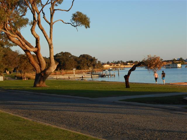 View from end of street - 50m away from unit - Mandurah Central Soldiers Cove Townhouse - Mandurah - rentals