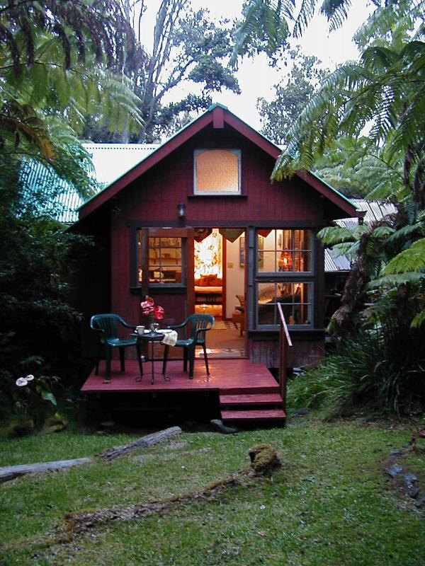 Romantic Cottage - Romantic Cottage in the Rain Forest with Hot Tub Spa - Volcano - rentals