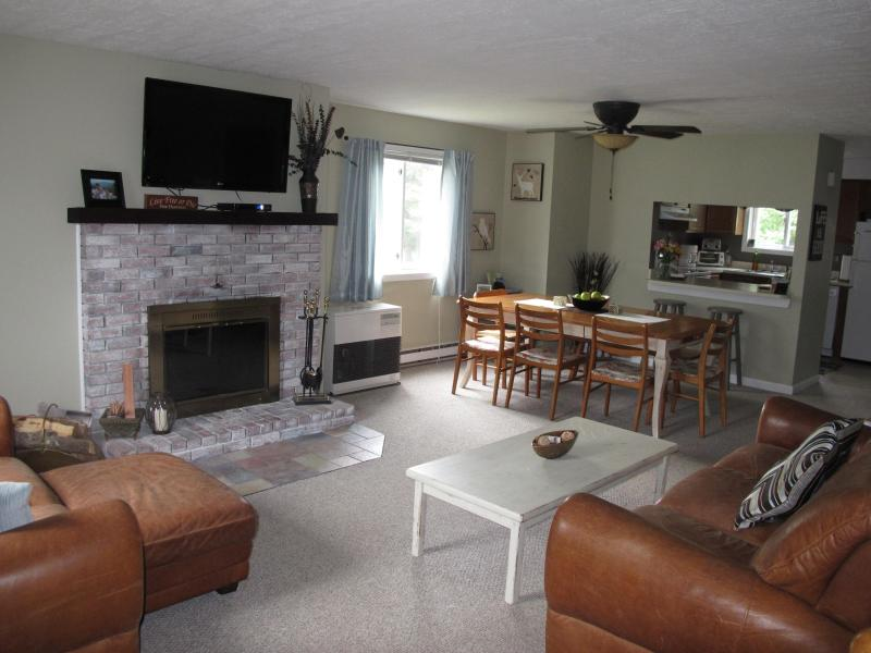 Cozy Family Room on Entry Level - Alpine Village - Best White Mountain Condo Rental! - North Woodstock - rentals
