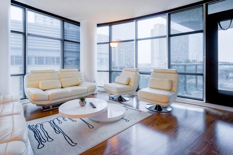 Toronto Luxury Exquisite Suite Balcony - Image 1 - Toronto - rentals
