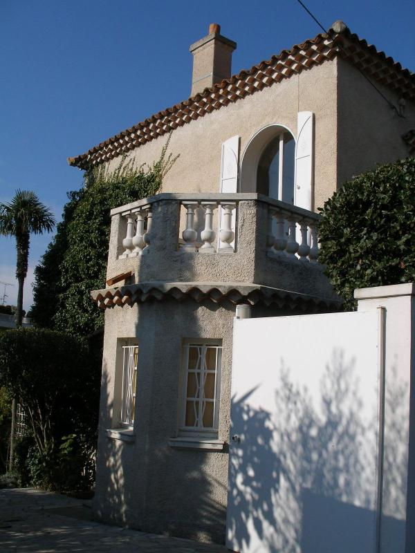 Entering the Gates - Beautiful French Villa in Cannes on the Riviera - Cannes - rentals