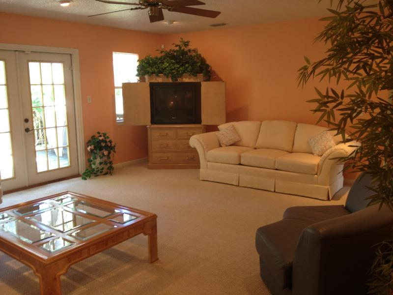 Color Cable TV - House for 10 near Skydive DeLand - De Leon Springs - rentals