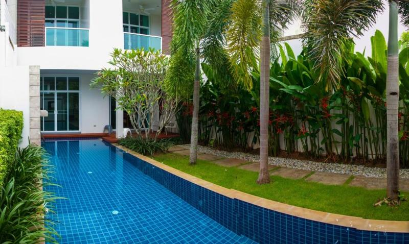 Modern 3 Bedroom Townhouse with pool in Bangtao - Image 1 - Bang Tao Beach - rentals
