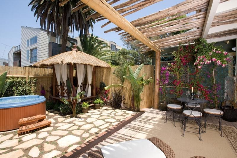 Tropical garden Jacuzzi - The Breeze Cottage in Venice Beach 1/2 block from the beach - Los Angeles - rentals
