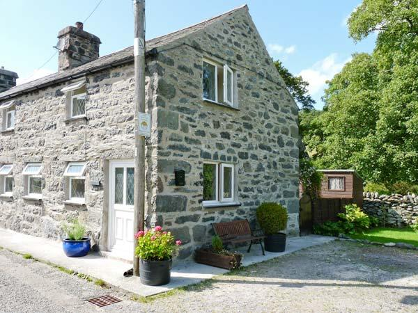 GLAN-Y-PORTH, 200 year old end-terraced cottage, original features, enclosed patio, in Ysbyty Ifan, Ref. 27002 - Image 1 - Ysbyty Ifan - rentals