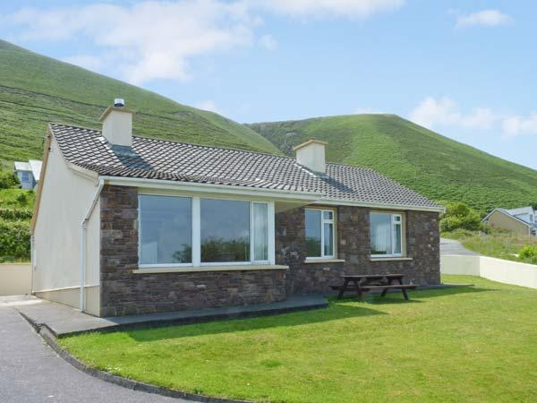 ST. ANNES, detached cottage, open fire, dog-friendly, sea views, near Glenbeigh, Ref 27306 - Image 1 - Glenbeigh - rentals