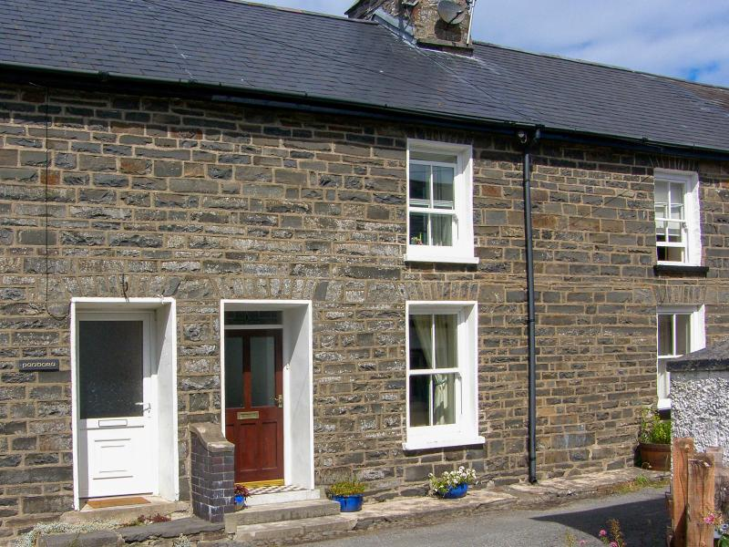 GLYNMOOR, close to coastal path, woodburner, enclosed garden, in Aberaeron, Ref. 28328 - Image 1 - Aberaeron - rentals