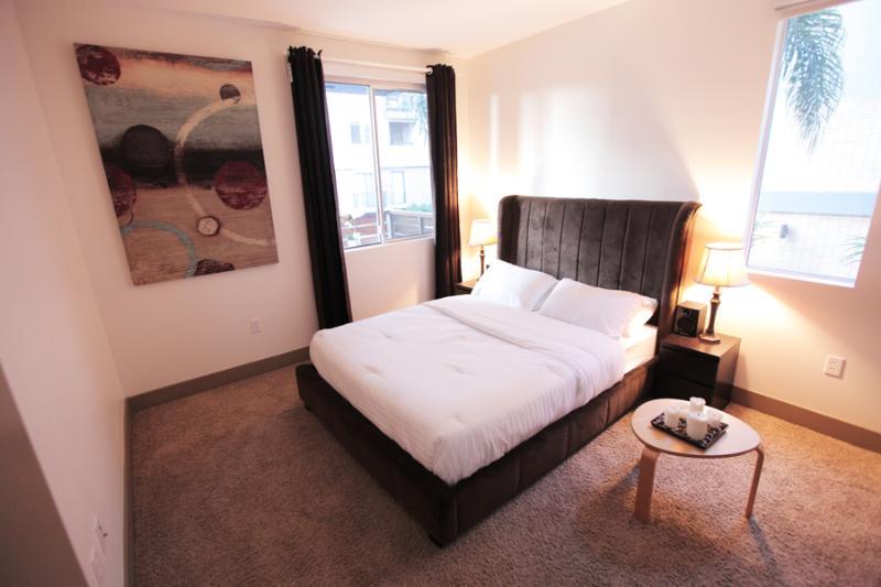 Bedroom - BEAUTIFUL LUXURY VACATION SUITE IN HOLLYWOOD, CA - Los Angeles - rentals