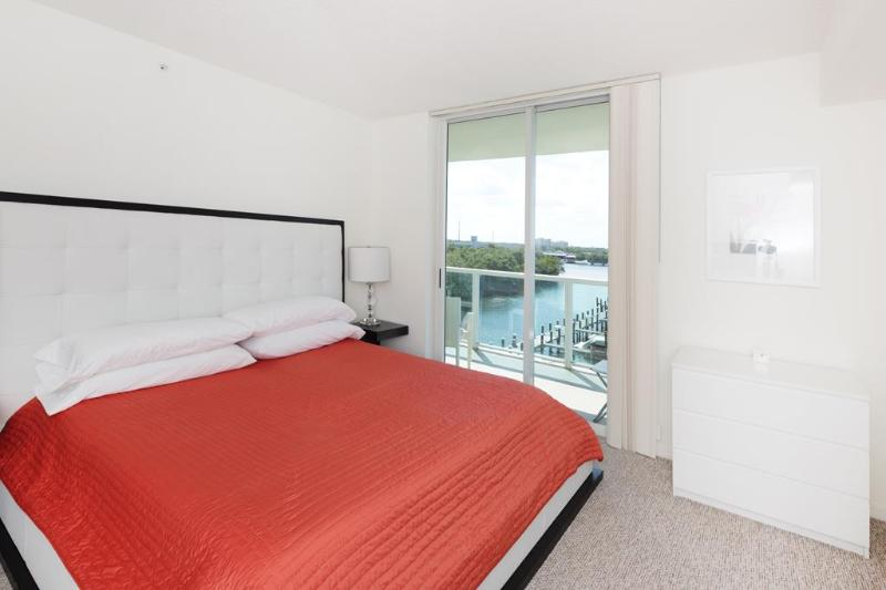 Italian furniture in the master bedroom with a leather headboard - 2 bed / 2 bath apartment in Miami 5-8 - Sunny Isles Beach - rentals