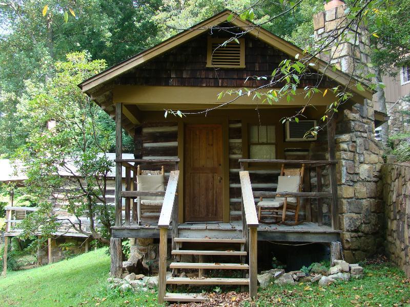 Cubbie Bear Cabin - Historic cabin for couple in downtown Gatlinburg. - Gatlinburg - rentals