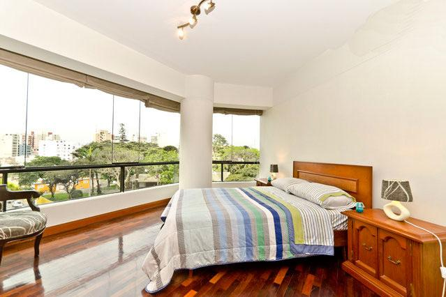 Apartment One block to gourmet supermarket Vivanda , Restaurants, Banks, Shopping and Parque Kennedy - Image 1 - Lima - rentals