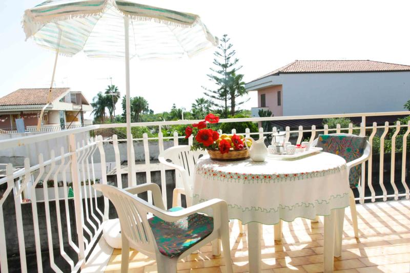 Large balcony with sea view - Seaside Apartment under Mount Etna - 4 people - Acireale - rentals