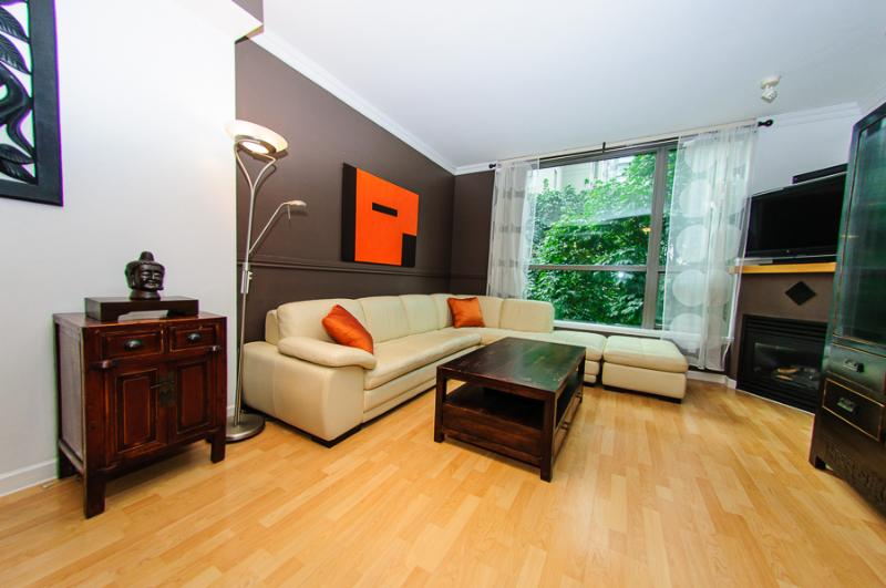 "Spacious Living Room with Italian Leather Couch, Natural Gas Fireplace, 42"" HD TV and PVR! - YALETOWN; LUXURIOUS 1 BR / WIFI,POOL,GYM,SAUNAS - Vancouver - rentals"