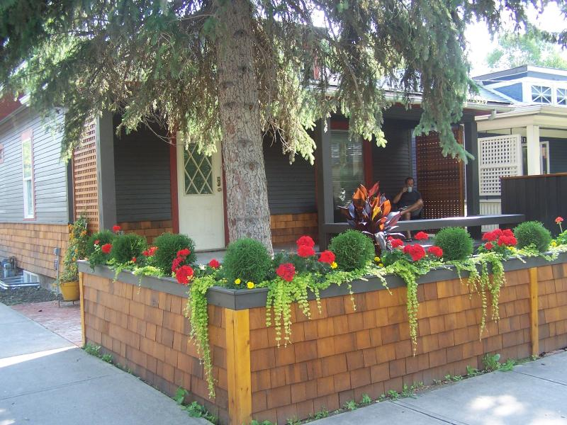 Beautifully renovated urban cottage in an awesome location - Image 1 - Calgary - rentals