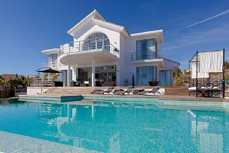 Villa Alboran offers heated floors, amazing outdoor features and access to golf - Image 1 - Marbella - rentals