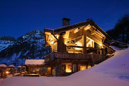 Chalet Kilimanjaro- exquisite Val d'Isere view,  Ski-in/Ski out- jacuzzi & staff - Image 1 - Val-d'Isère - rentals