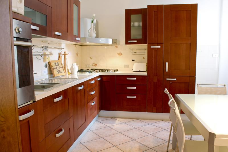 Fully equipped kitchen - Large Charming Apartment, Free WiFi - Florence - rentals