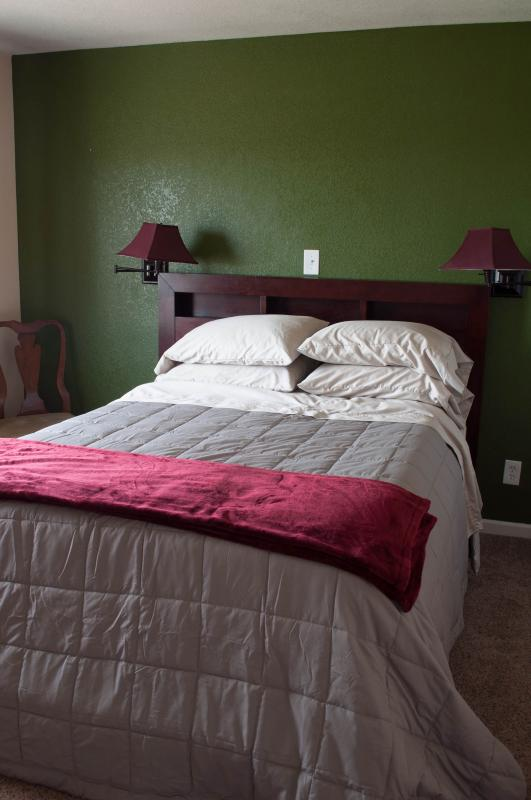 bedroom from living room - Cozy country comfort - Larkspur - rentals