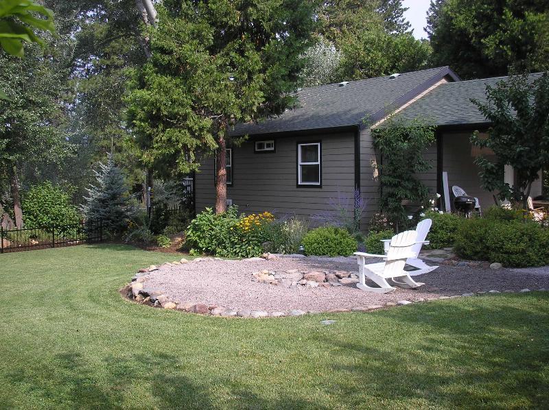 Home and Yard - Mount Shasta Getaway - Mount Shasta - rentals