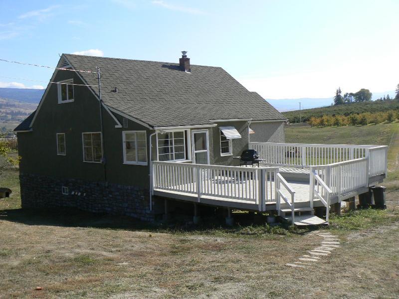 Exterior view and deck - Spacious Farmhouse - Kelowna - rentals