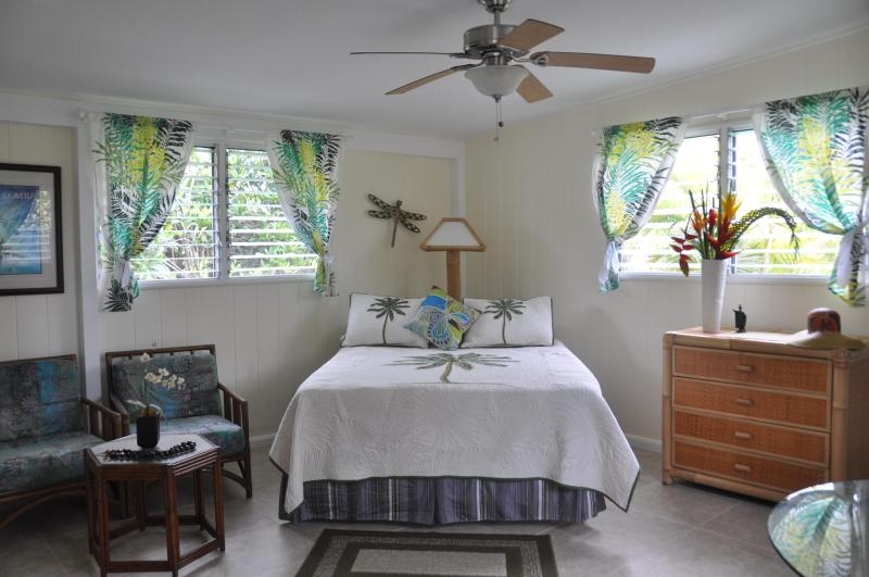 Spacious, clean, bright living area with queen size bed - SUITE ALOHA – Remodeled, Romantic Island Retreat - Kailua - rentals