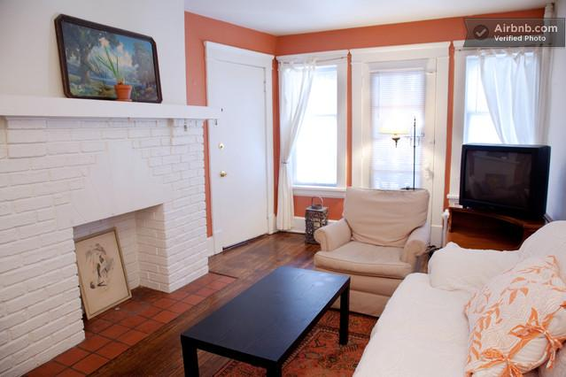 Living Room - 5 minutes from Cleveland Clinic: North Suite - Cleveland Heights - rentals