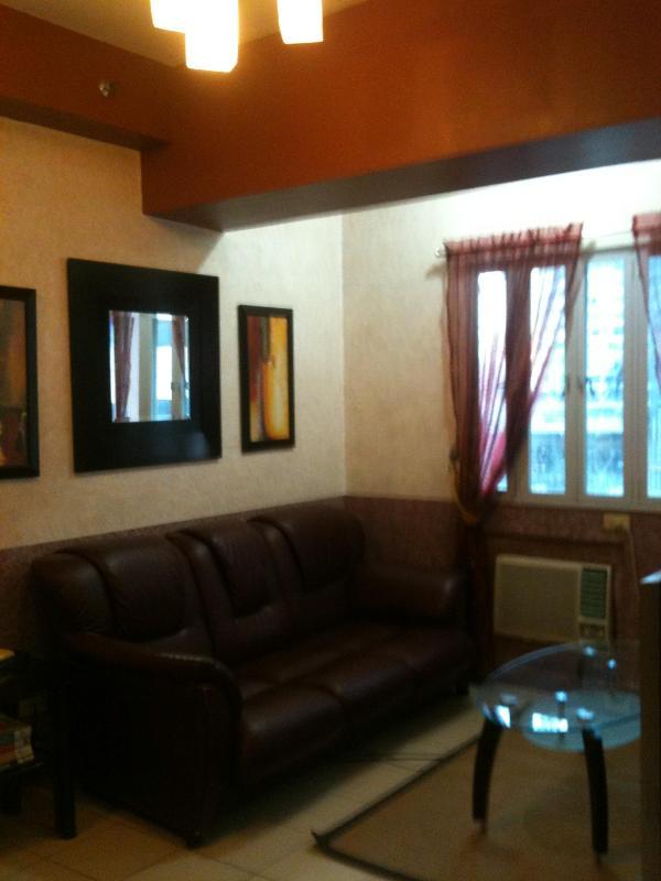 Living area - 3Br Short Term Condo Rent Ortigas Business Cntr. - Pasig - rentals